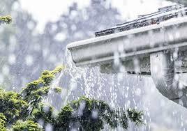 gouttière aluminium sous la pluie
